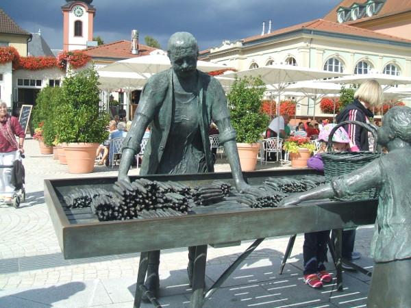 La statue du marchand d'asperges